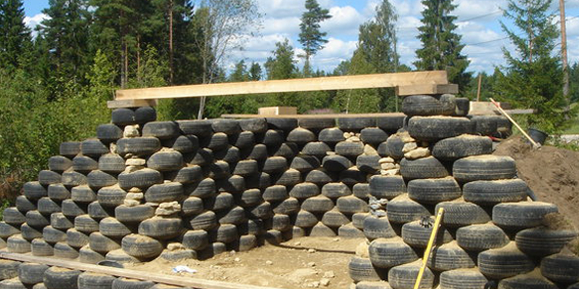 Earthbuilds-Estonia-Earthship-Hero-02